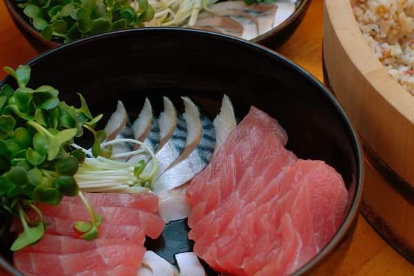 Sashimi-saba-maguro-hamachi.jpg